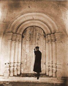 Вид южной двери церкви Св.Сергия в Борисоглебском монастыре. Ярославская губ., близ Ростова