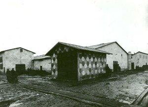 Складские помещения завода, построенные из огнестойких материалов, выпускаемых заводом.