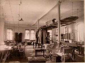Внутренний вид мастерской дома призрения для увечных воинов.