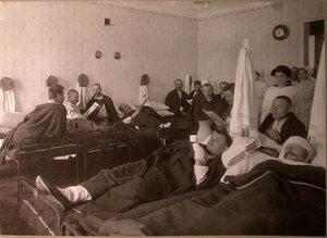 Раненые в палате лазарета,устроенного Московским и Ярославско-Костромским земельным банком.