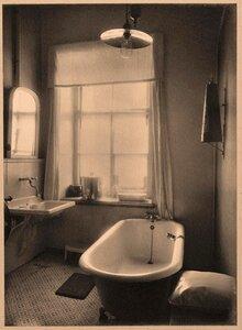 Вид ванной комнаты (№ 2) госпиталя.