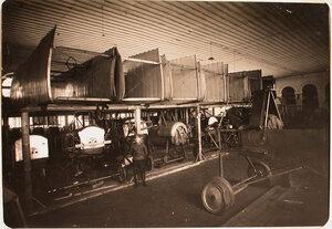 Вид части помещения склада авиароты; вверху-коробки аэропланов, внизу-фюзеляжи.