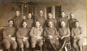 Группа чинов топографической части и фотографы штаба XII армии.