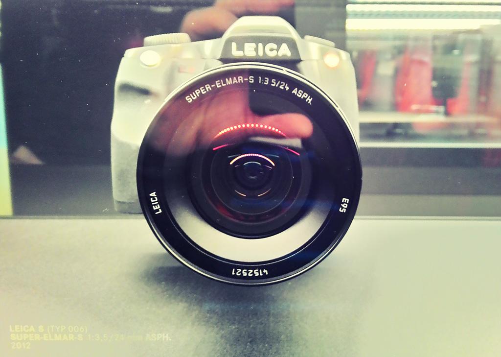 17. Современный зеркальный фотоаппарат Leica