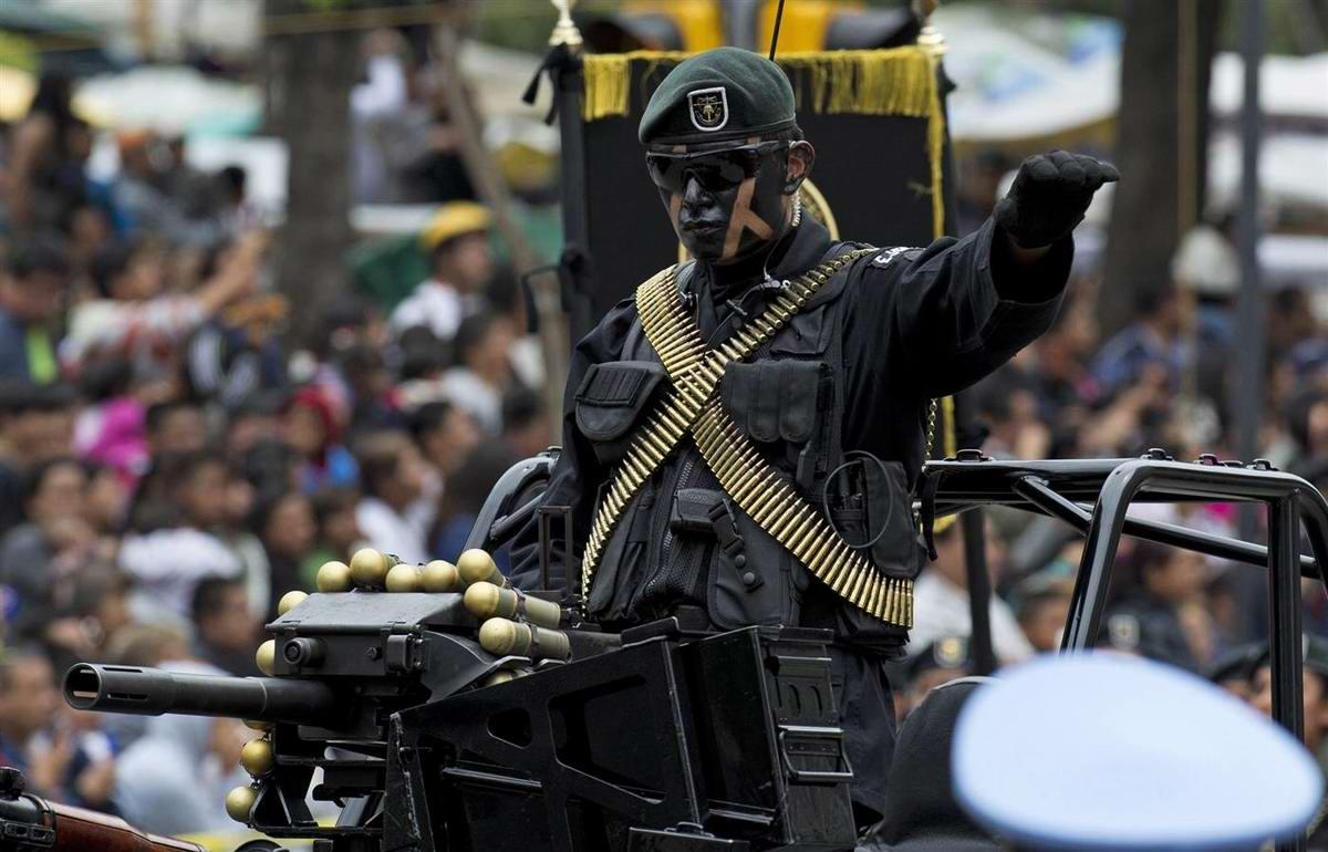 Военный парад и торжества в Мексике в честь Дня Независимости (1)