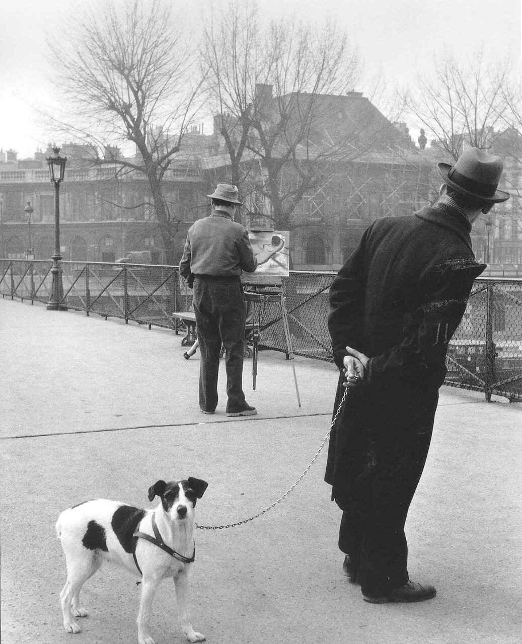1953. Фокстерьер на мосту Искусств с художником Даниэлем Пипартом