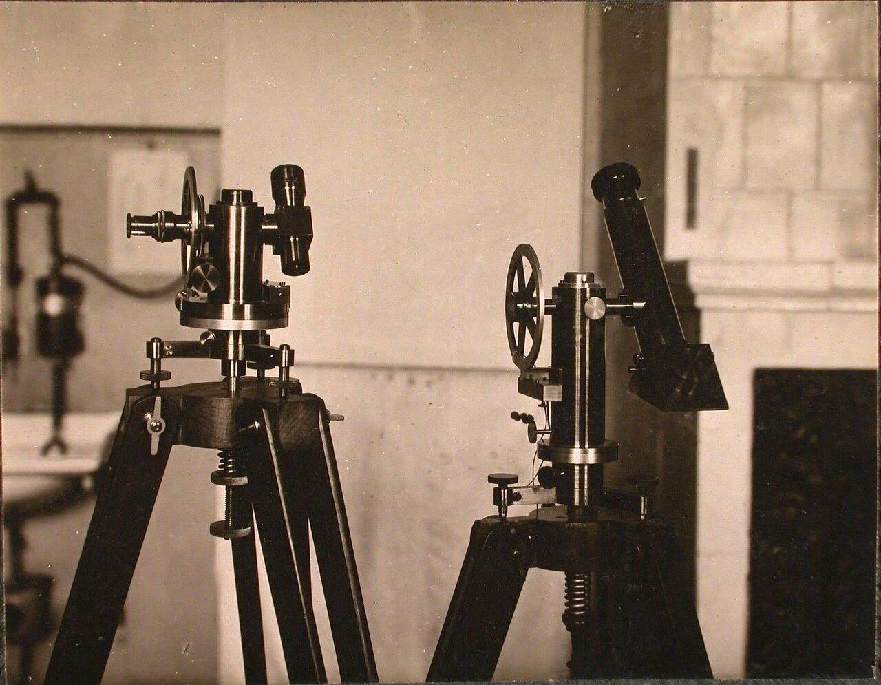 28. Аэрологические приборы в лаборатории школы