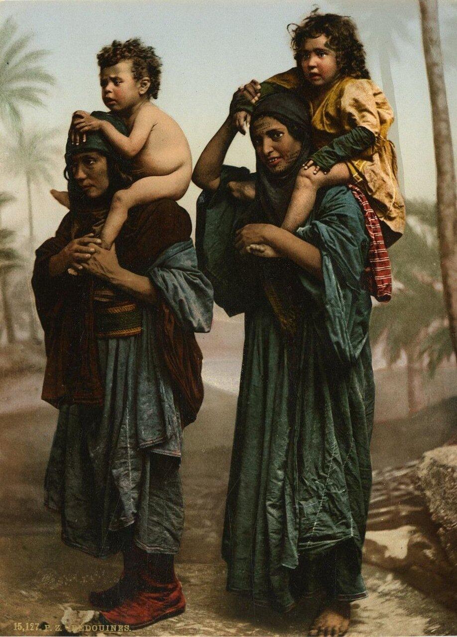 Бедуинки.