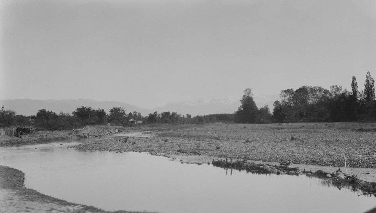 Зугдиди. Река в окрестностях города