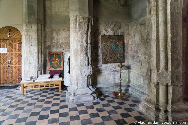 Северная закрытая галерея храма Преображения Господня в усадьбе Остров