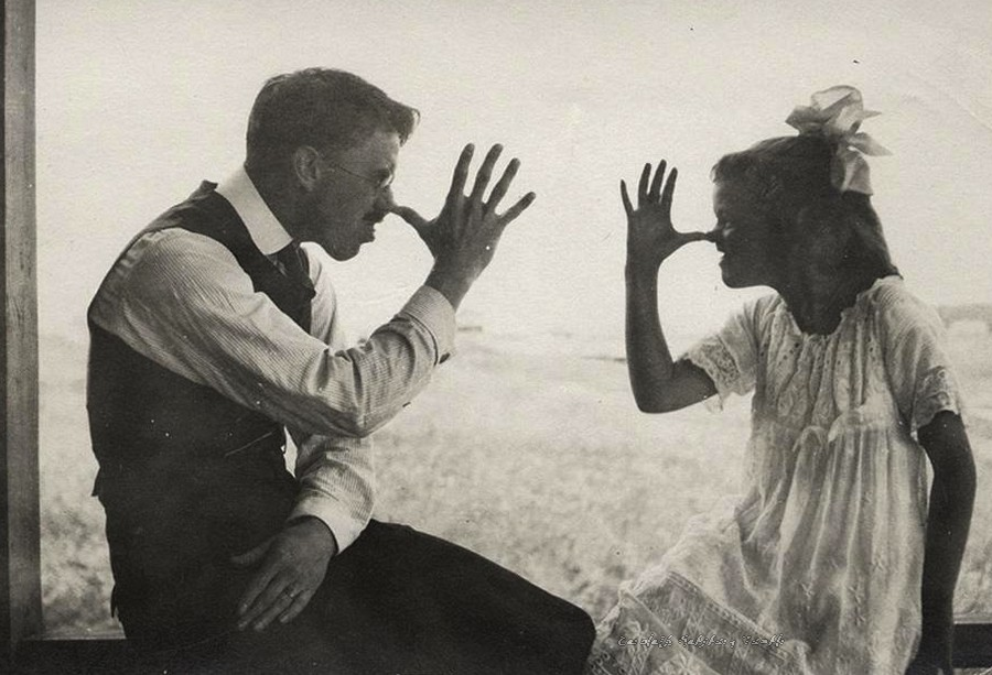 Father and daughter. Late 1910s..jpg