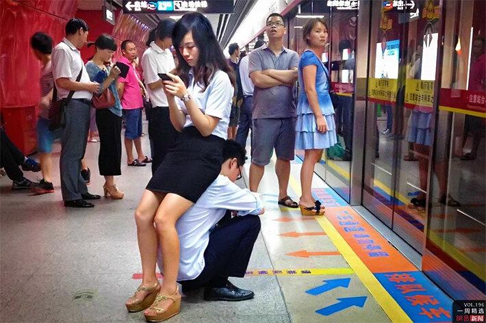 Сидение в метро