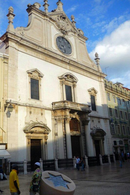P1290922Мемориал жертв еврейского погрома 1506 года у церкви Роха.JPG