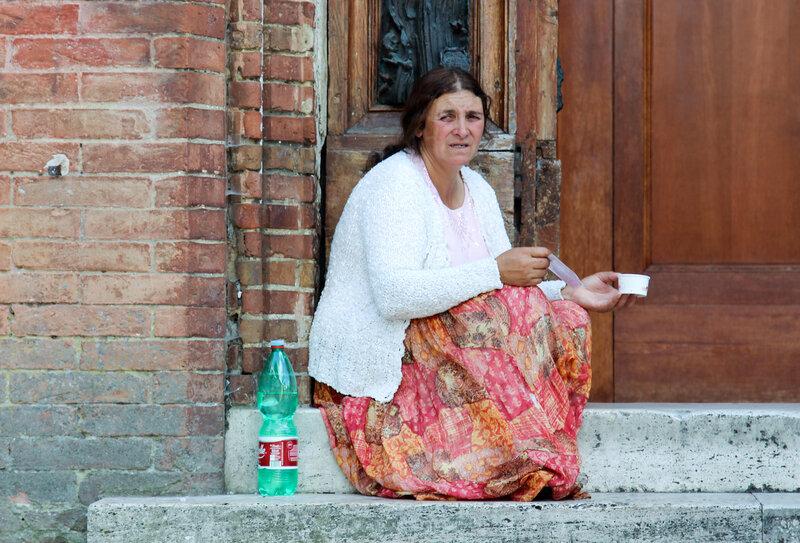 Попрошайка в городе Сиена