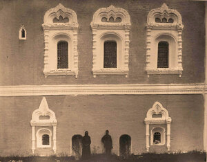 Вид на окна колокольни в Борисоглебском монастыре. Ярославская губ., близ Ростова