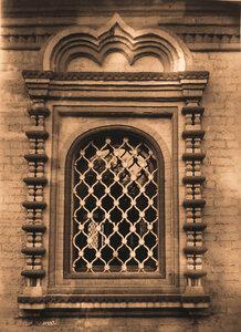 Вид окна церкви Косьмы и Дамиана. Москва г.