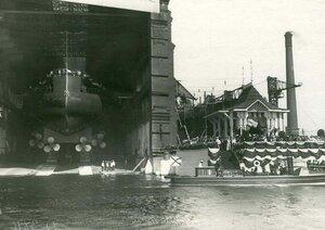 Момент спуска линкора Севастополь  на воду.