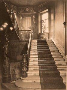 Общий вид парадной лестницы госпиталя.