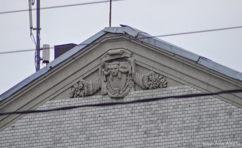 Барельеф на крыше ДК им. Цюрюпы