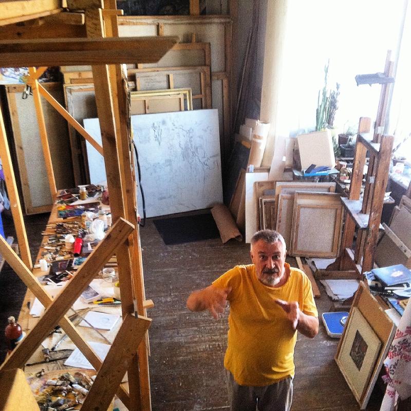 Портрет художника в интерьере