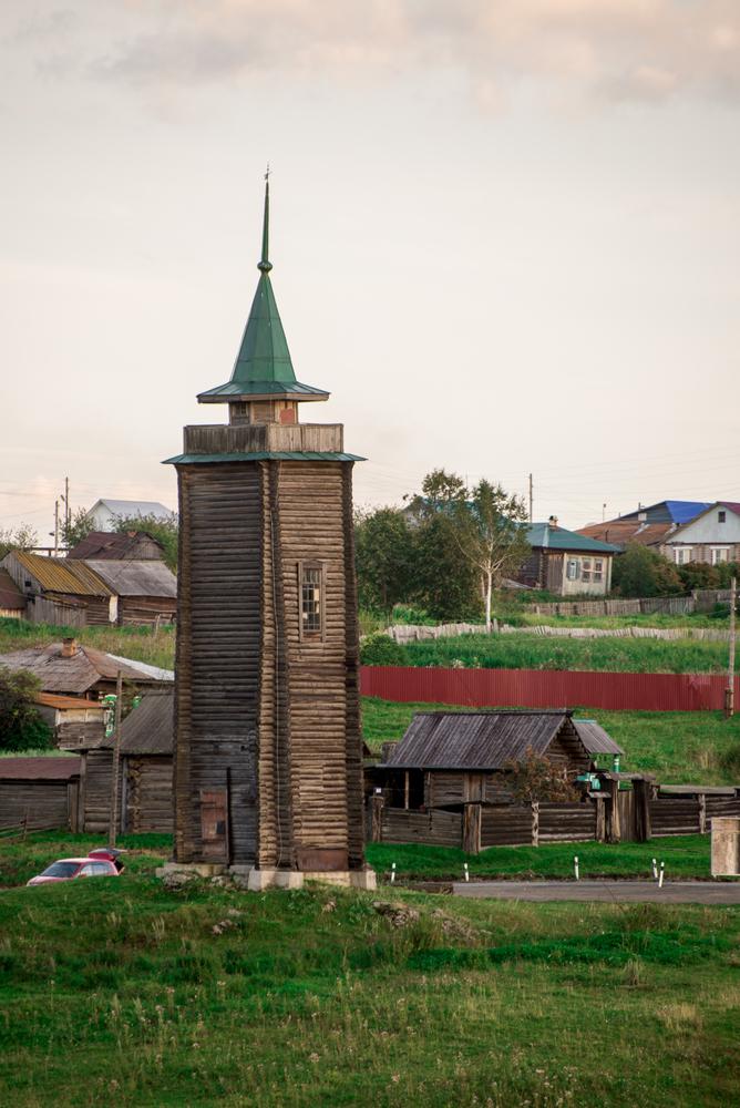 Фотография 12. Пожарная каланча, построенная в начале прошлого века и привезенная в Нижнюю Синячиху из города Ирбит. Снято на зеркалку Nikon D600 + телевик Nikon 70-300