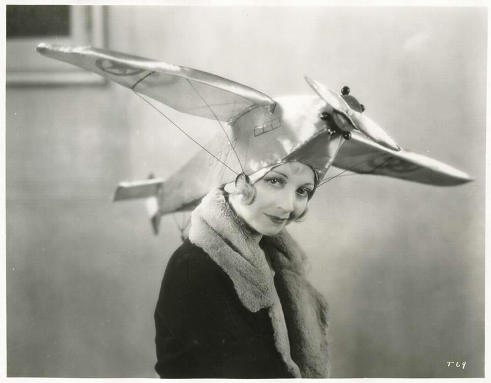 Дамские супер шляпки: Самолеты и женская мода в 1930 году (2)