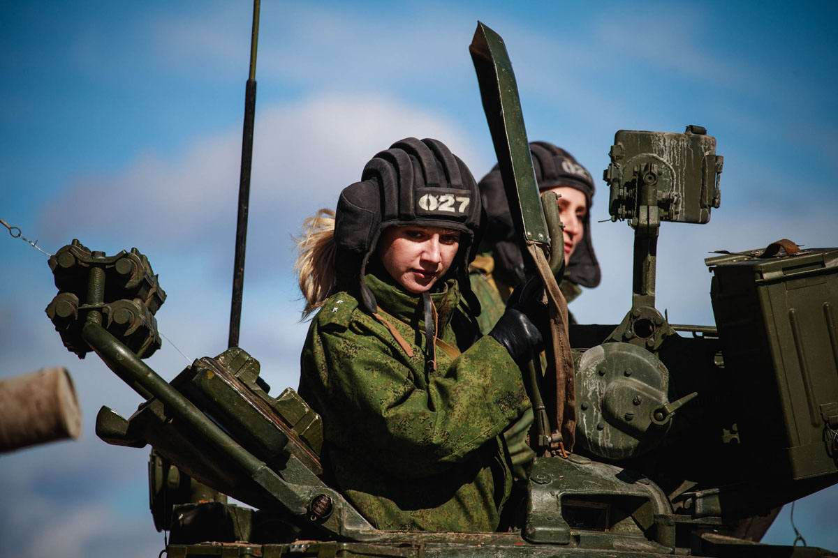 В танках только девушки (1)
