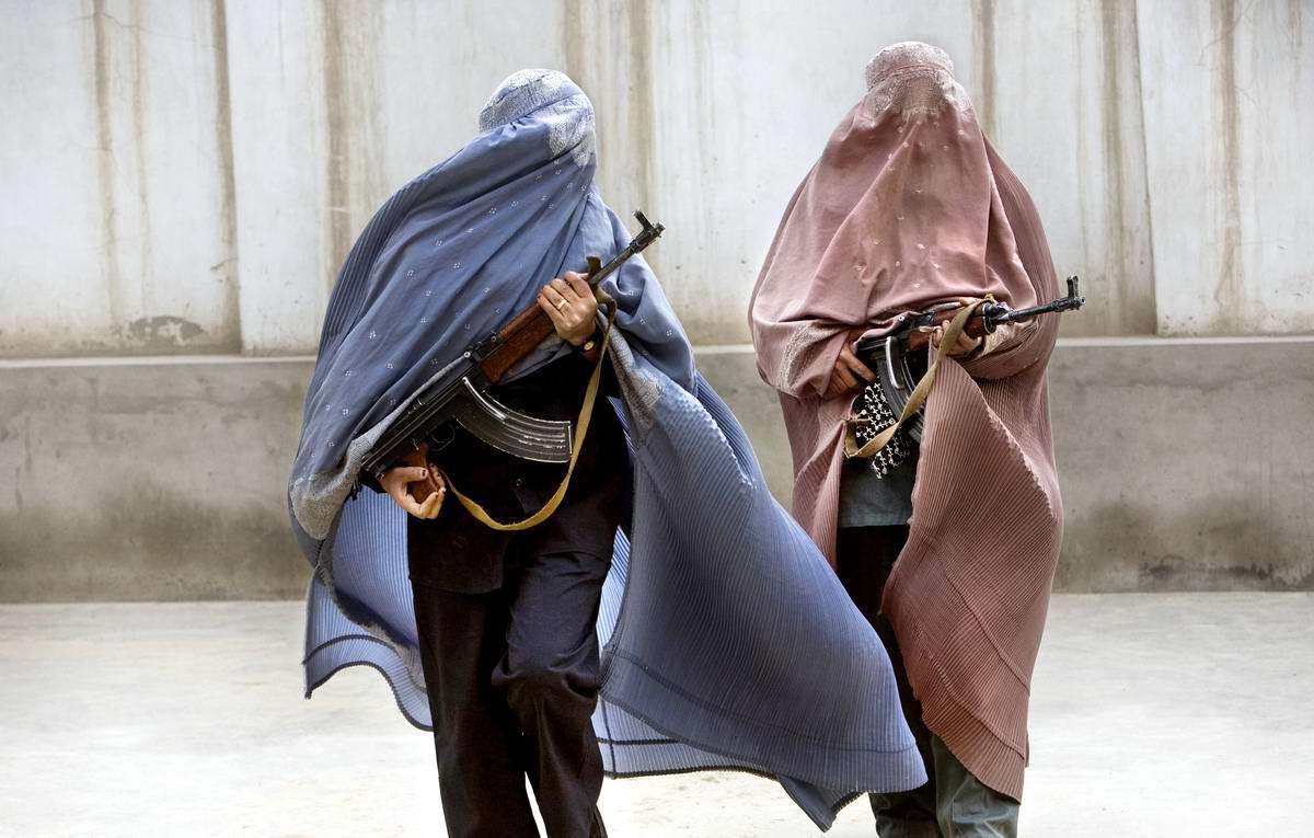 Афганские женщины из спецподразделений МВД Афганистана: картинки из жизни (2)