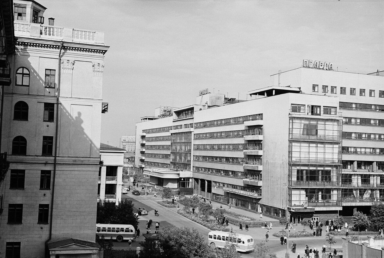 Улица Правды (перекресток с 5-й улицей Ямского поля, вид на комбинат газеты «Правда»)