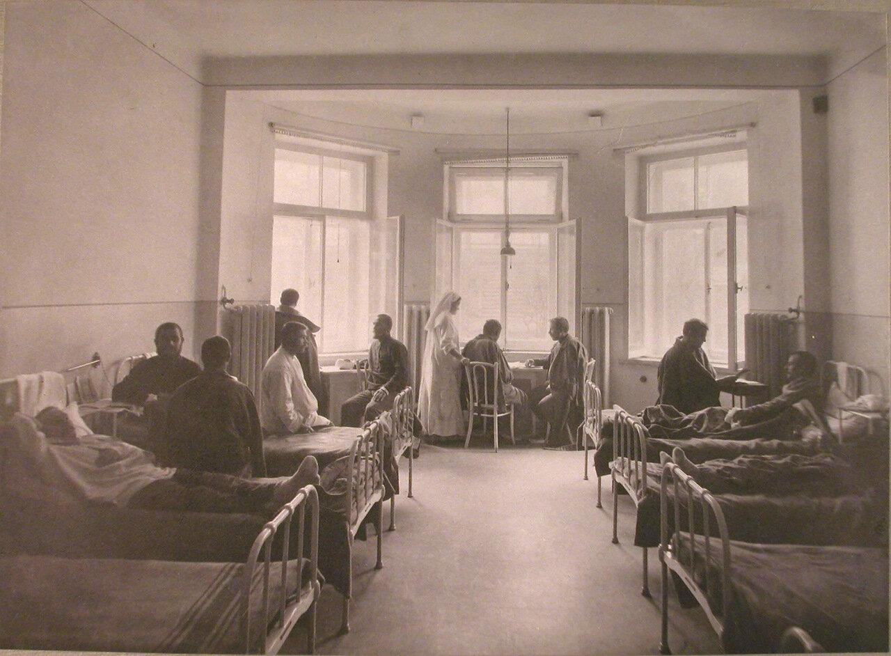 18. Раненые в одной из палат лазарета при санатории имени Четверикова