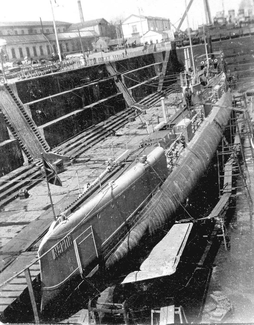 23. Подводная лодка Нерпа в доке