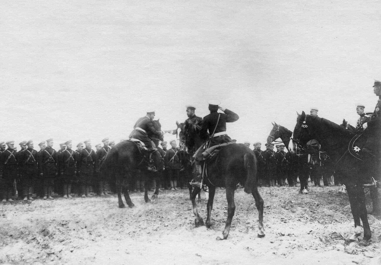 12. Император Николай II на смотре войск. Кременчуг