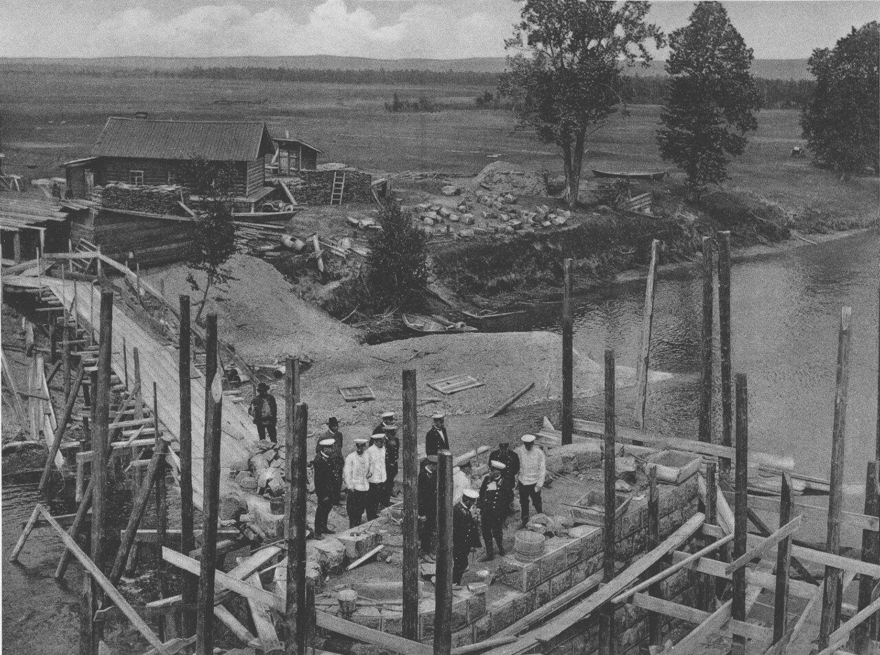 87. 3021 верста. Осмотр комиссией работ по возведению быка моста через р. Китой. Строительный период 1910