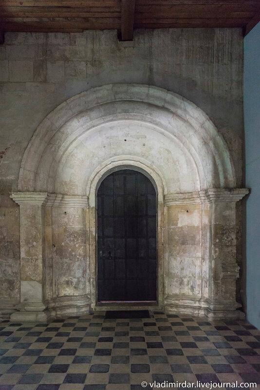 Врата в основной Храм Преображения Господня в усадьбе Остров