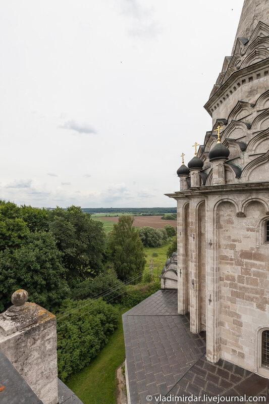 Вид с колокольни Церкви Спаса Преображения в селе Остров