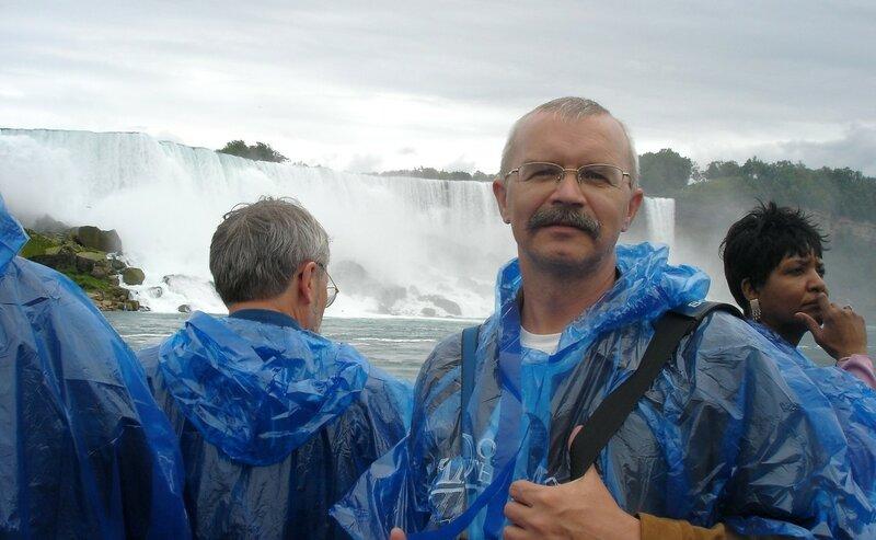 На кораблике, плывущем к Ниагарскому водопаду.