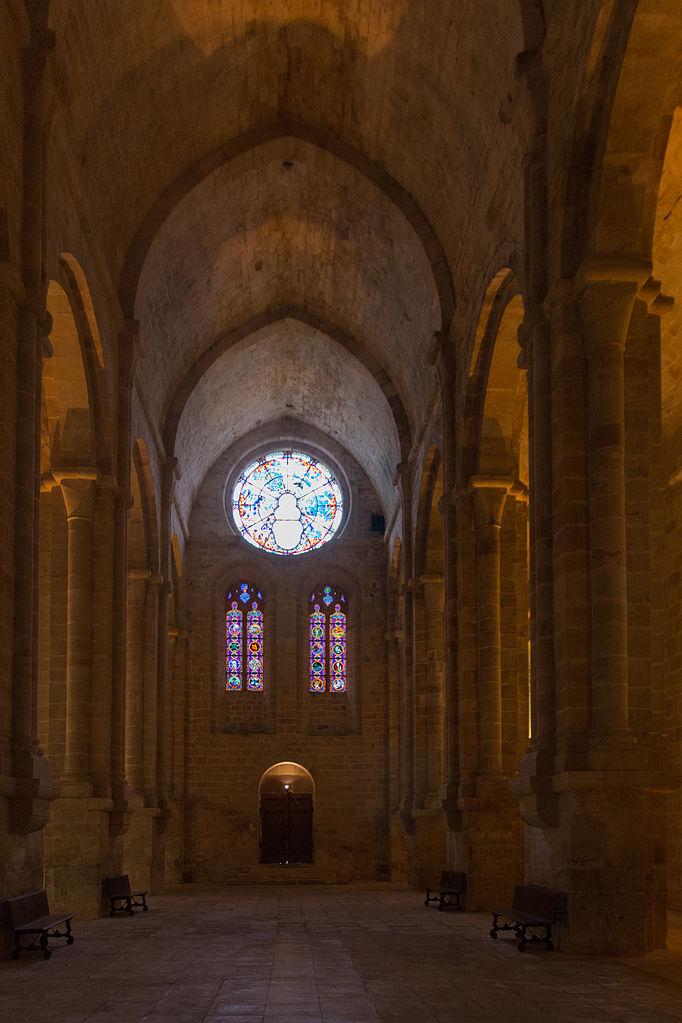 Narbonne-Abbaye_de_Fontfroide-Nef_VC-20140608.jpg