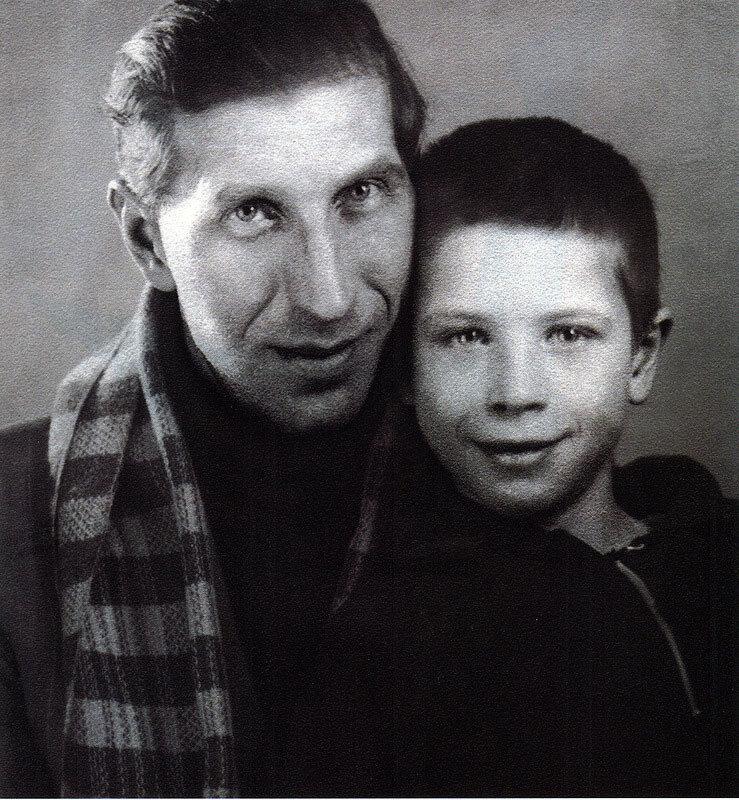 1077 Сергей Филиппов с сыном Юрой.jpg