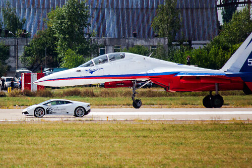 "Шоу ""Форсаж"". Су-30vsLamborghini Huracan"