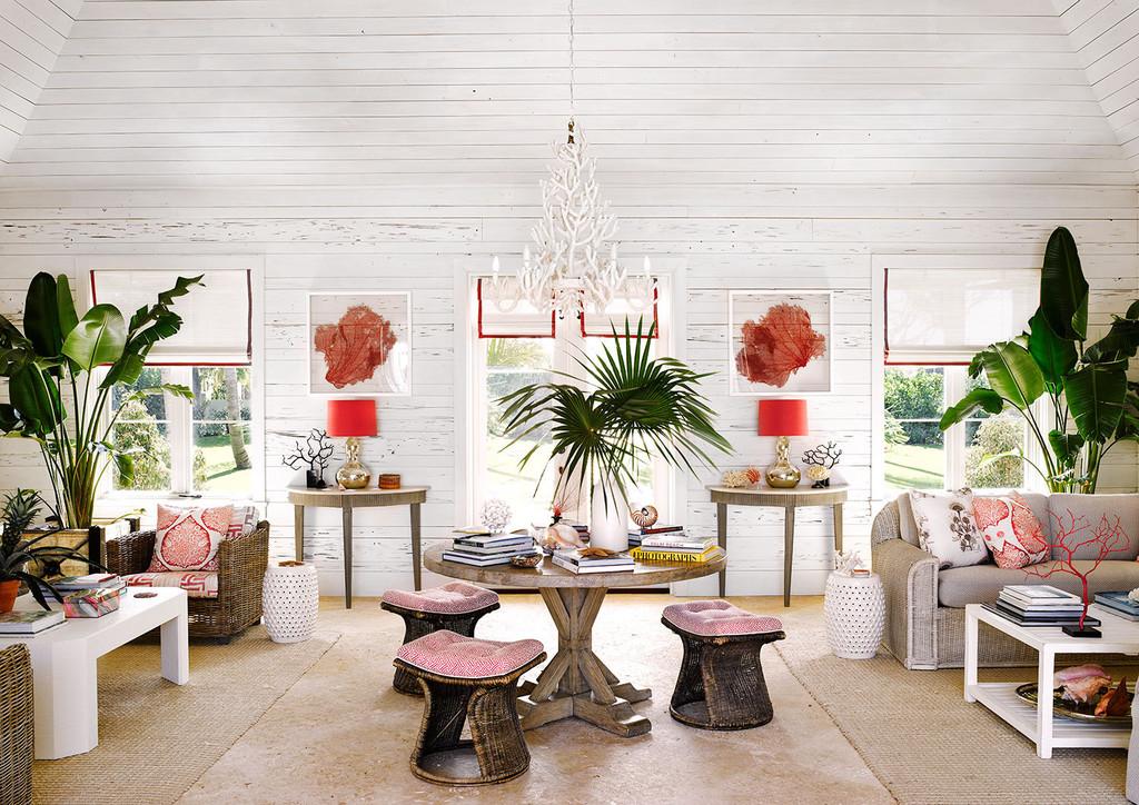 гостиная, стол, пуф, пальмы