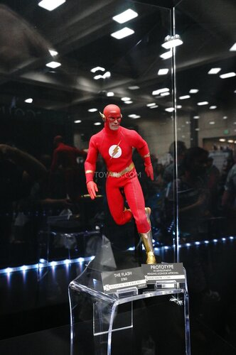 SDCC-2014-Sideshow-DC-Comics-Sixth-Scale-Figures-006.jpg