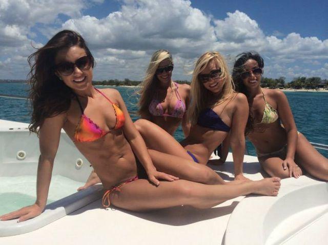 Красивые горячие девушки на пляжах