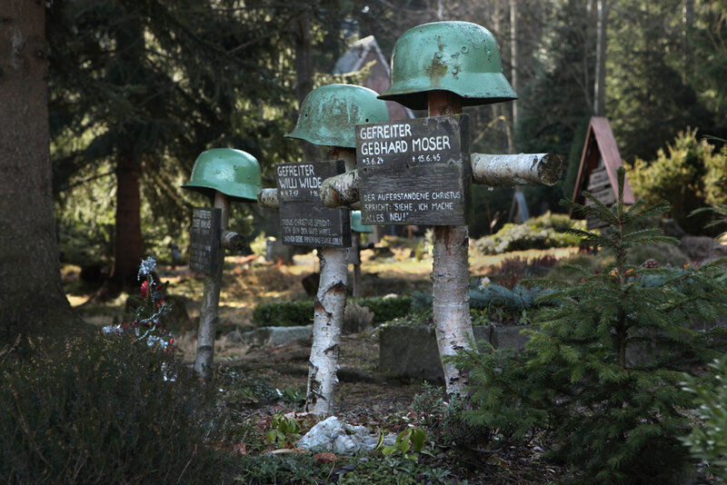 Захоронения немецких солдат на лютеранском кладбище городка Баренбург на границе с Чехией