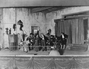"""Сцена 1-го акта из спектакля """"Севильский кабачок""""."""