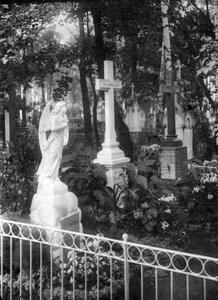 Надгробные памятники семейства Бейнорат.