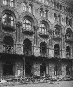 Фасад сгоревшего здания театра.