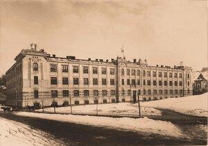 Общий вид здания, где был размещен госпиталь.