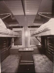 Отделение для санитаров, оборудованное в вагоне-прачечной и хозяйственном вагоне.