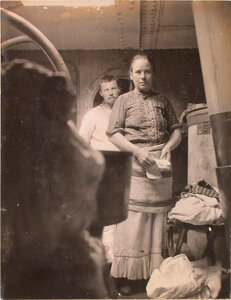 Работники прачечной плавучего госпиталя Орёл.