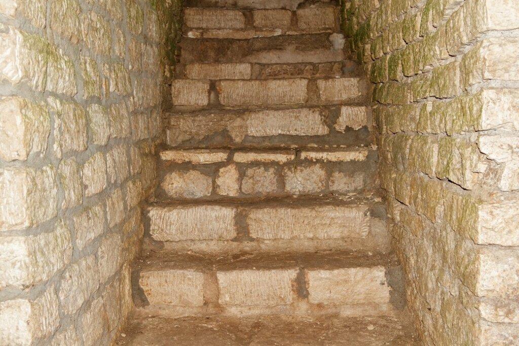 Ступени, башня Луковка, Изборская крепость